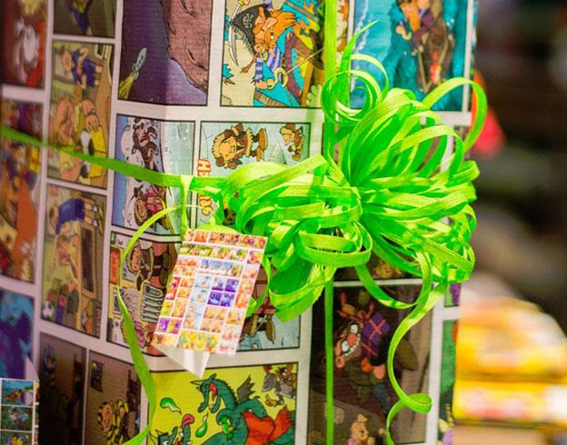 Geschenkpapier Disegno Comic Päckchen